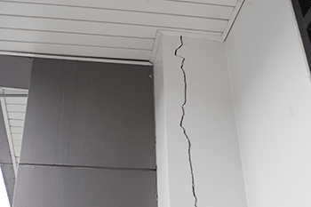 wall crack on white wall